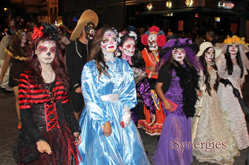 Procesión para el Día de los Muertos en Nogales, México