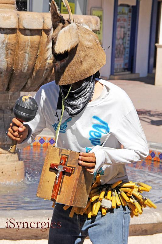 """Un """"fariseo"""" solicita donaciones durante la Cuaresma en Nogales, Sonora"""