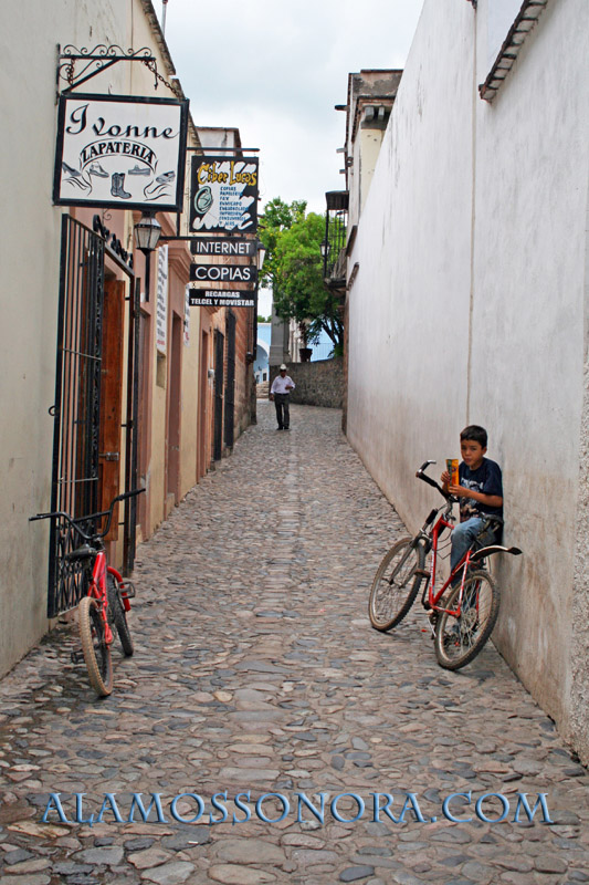 """The famous """"Kissing Alley"""" in Alamos, Sonora"""